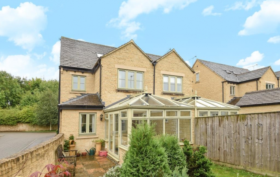 4 bed house for sale in foxfield court chipping norton for Kitchens chipping norton