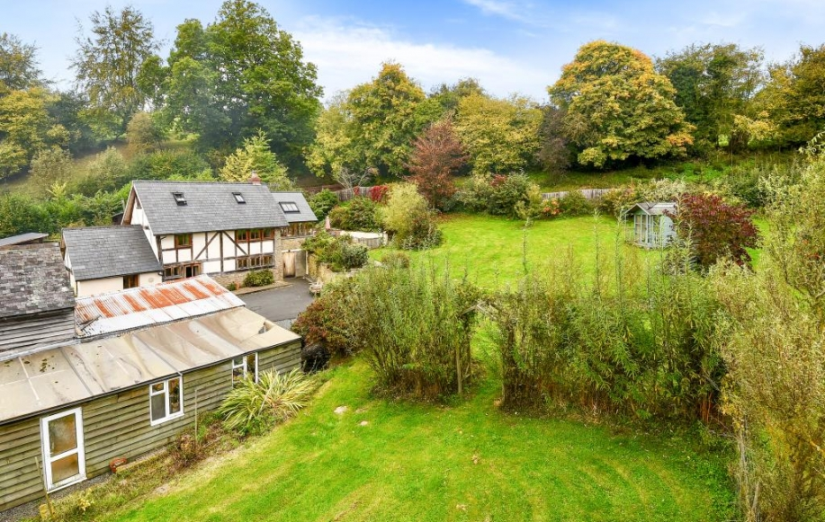 4 Bed House For Sale In Kington Herefordshire Hr5 2609003