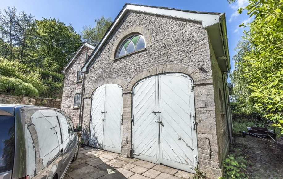 Detached Coach House with Flat over