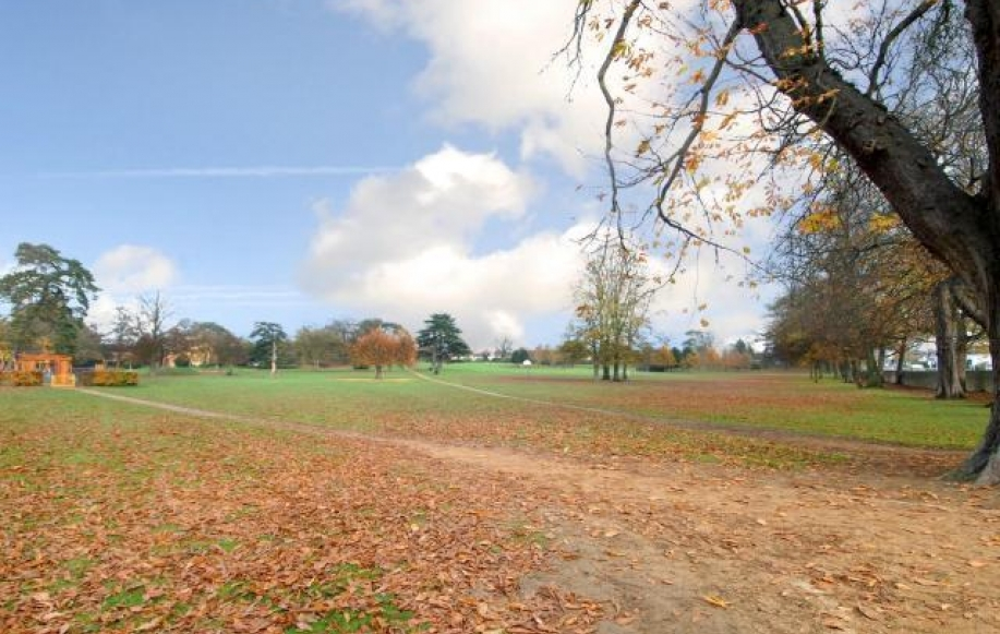 Short walking distance to Bury Knowle Park