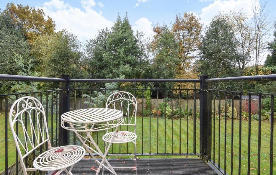 Balcony/Gardens view