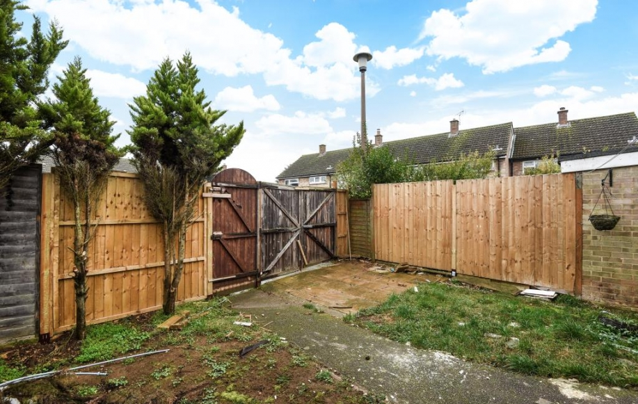Rear Garden with Parking (secure gate)