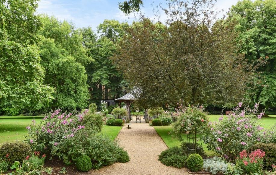 Royal Crescent Commuanl Garden