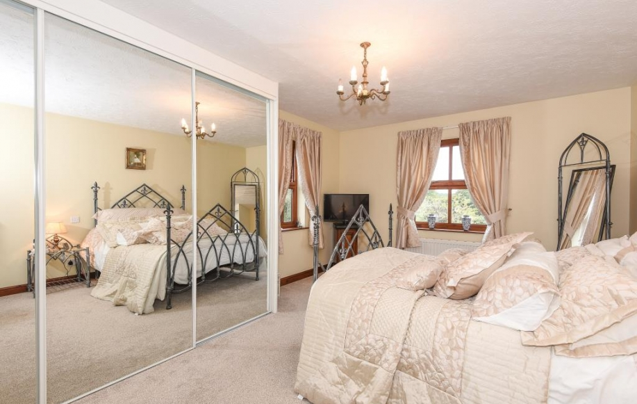 4 Bed House For Sale In Kings Acre Hereford Hr4 2490544