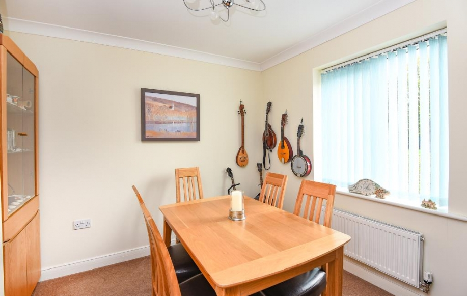 3 bed house for sale in hillsale piece oxford ox4 2521968 Difference between master bedroom and ensuite