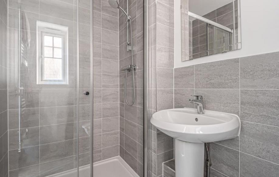 En-Suite Shower Room to Main Bedroom