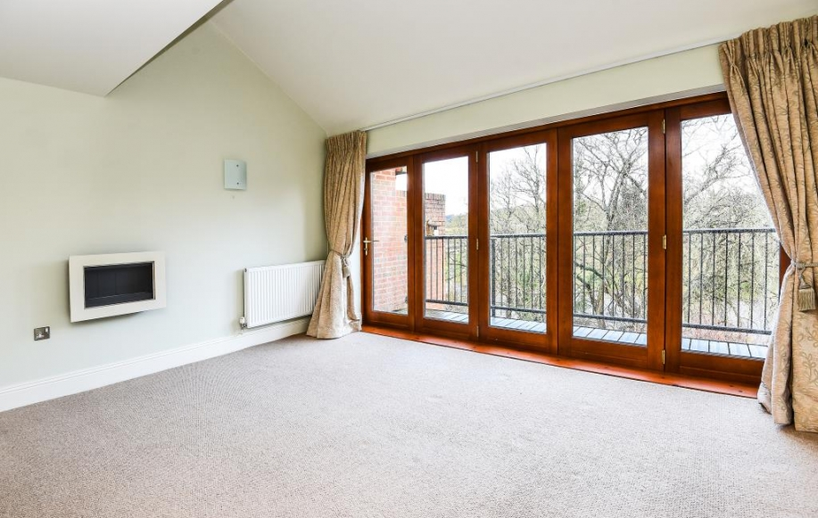 First floor sitting room with doors on to balcony