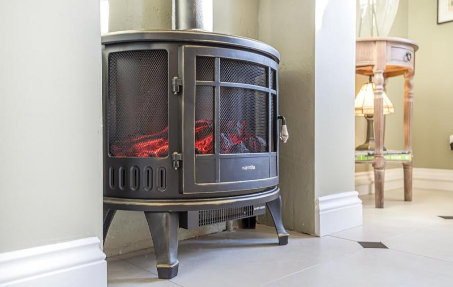 Living area (fireplace)