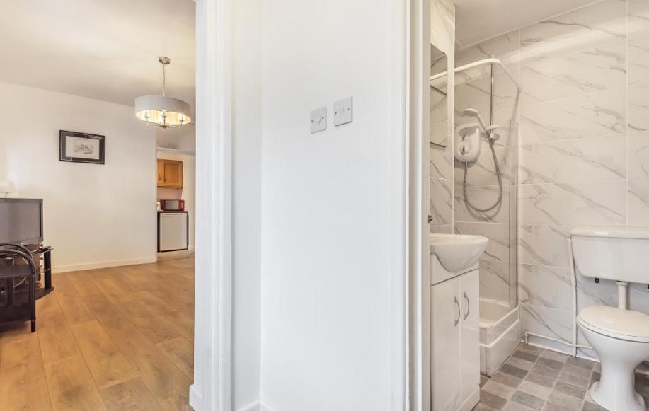 Bathroom/living