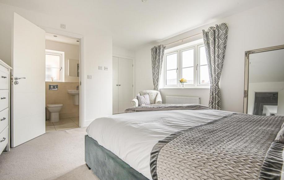 Bedroom with En-Suite