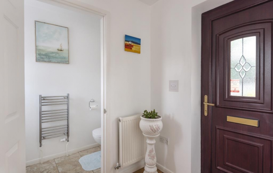 Entrance Porch with Downstairs Cloakroom