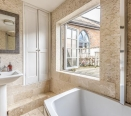 Bathroom with access to Balcony