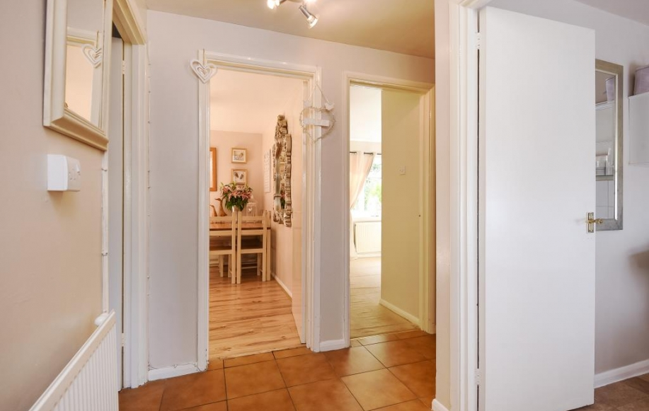 2 bed flat apartment for sale in chipping norton for Kitchens chipping norton