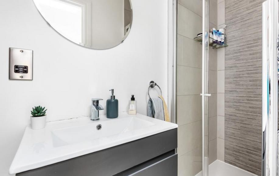 Downstairs Bathroom/Shower