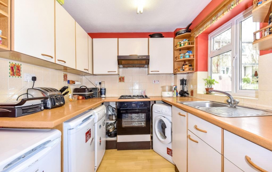 2 bed flat apartment for sale in st johns woking gu21