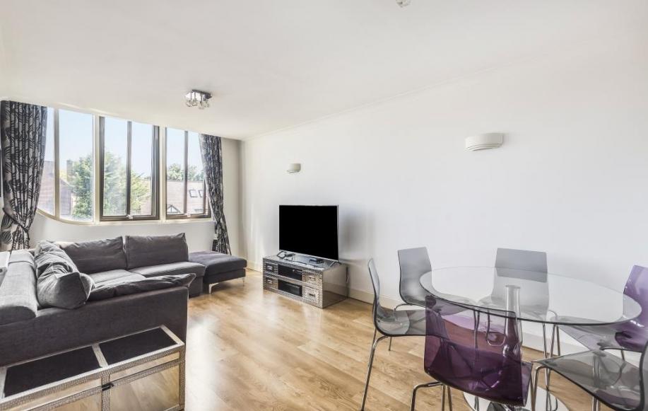 Living Room/Dining