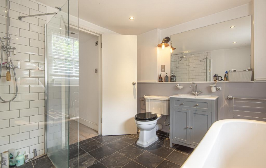 Bathroom (with separate shower cubicle)
