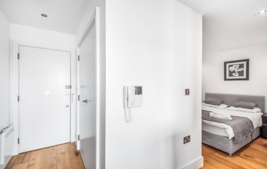 Hallway/Bedroom