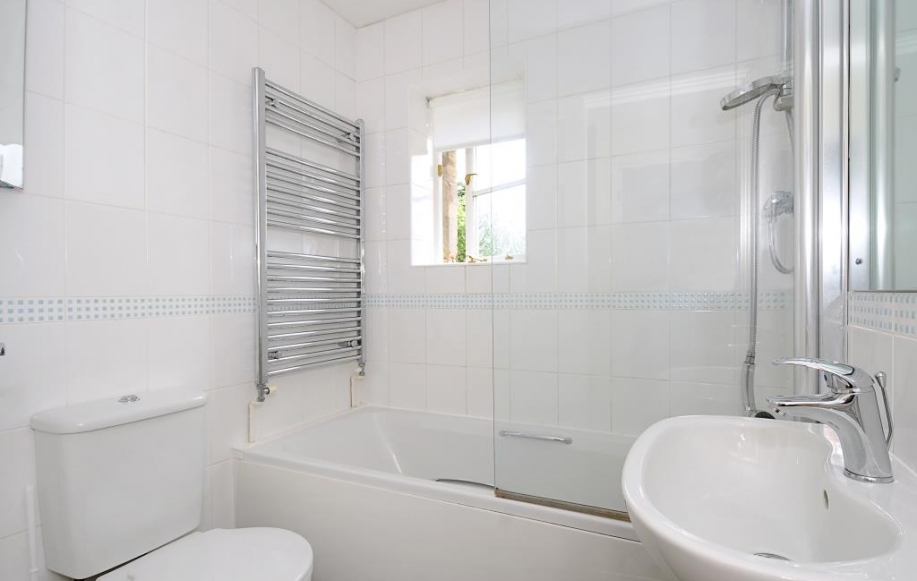 Fully fitted bathrom