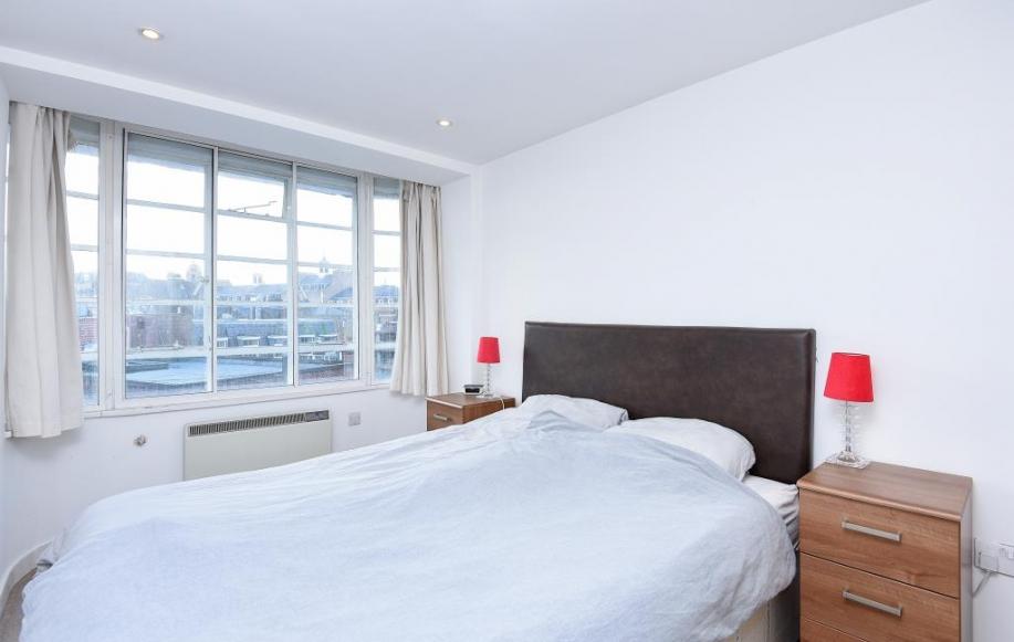 Bedroom (view 1)
