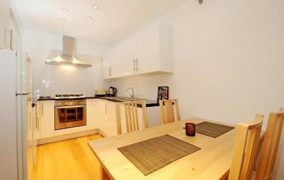 Modern Kitchen (shot 1)