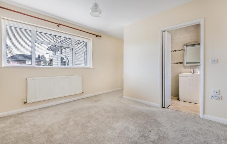 Bedroom through to En Suite
