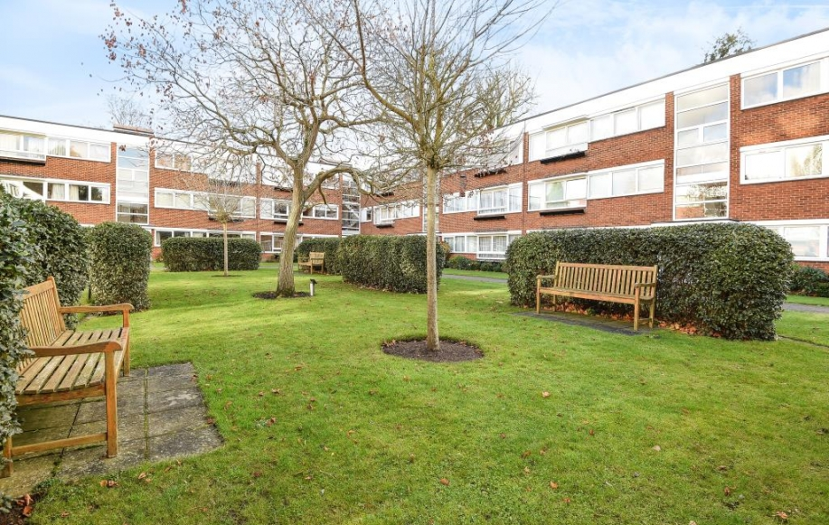 2 Bed Flat/Apartment For Sale in Charmouth Court, Kings Road, TW10 ...