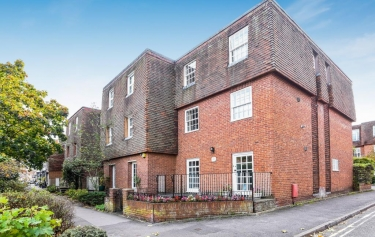 Brilliant 2 Bed House For Sale In Henley On Thames 0 2 Miles To Download Free Architecture Designs Jebrpmadebymaigaardcom