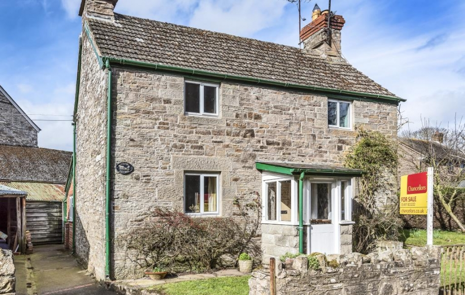 Detached cottage with potential plot