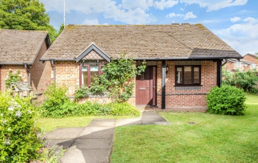 2 Bed Bungalow For Sale In Henley On Thames South Oxfordshire Market Town Rg9 3086984