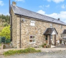 4 bedroom property adjoining country walks