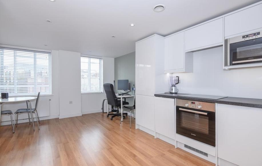 Studio Room (shot 1)