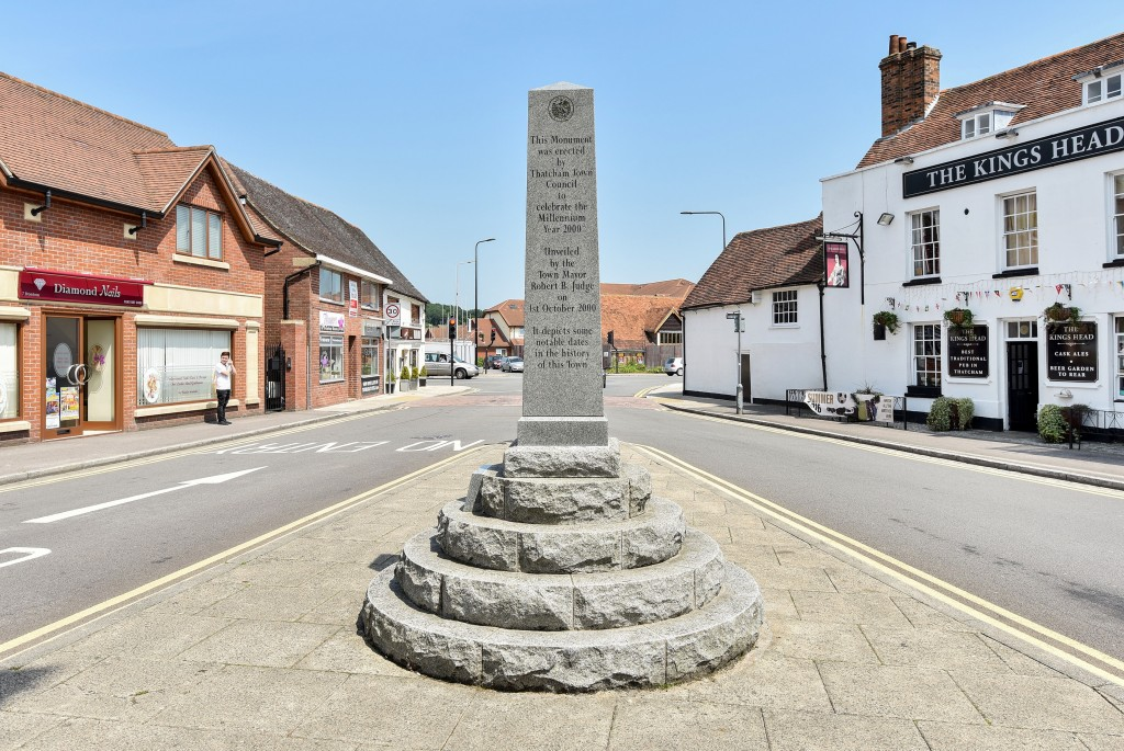 Thatcham town monument to commemorate the millennium