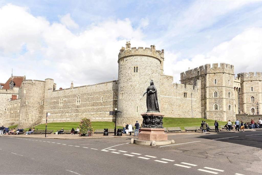 Windsor Castle and Queen Victoria Statue